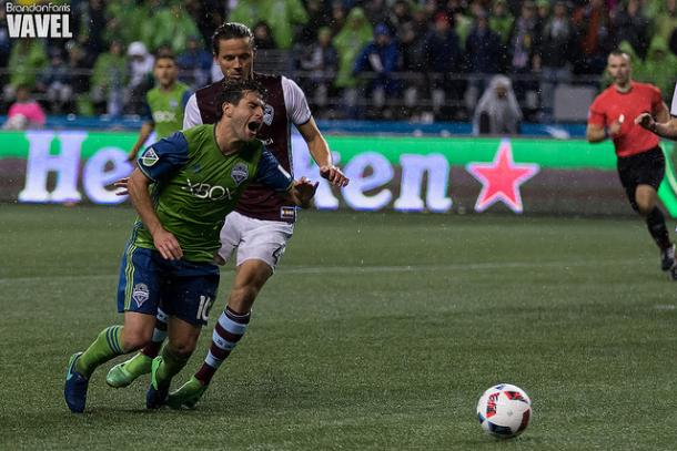 Marc Burch, background, fouls Seattle Sounders midfielder Nicolás Lodeiro in the box during the Western Conference Finals | Source: Brandon Farris - VAVEL USA