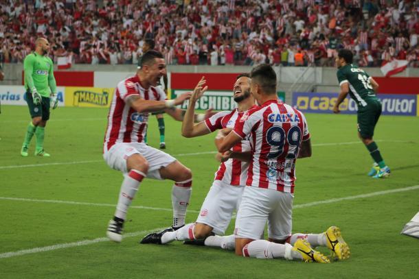 Maylson marcou após voltar de lesão e foi elogiado pelo comandante (Foto: Léo Lemos/Náutico)