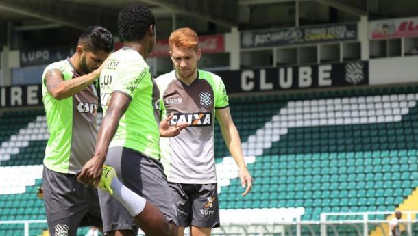 Com passagem pelo rubro-negro em 2015, Ferrugem é um dos titulares (Foto: Luiz Henrique/Figueirense)