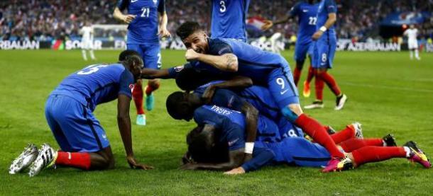 Los galos celebran un gol. Imagen   20minutos