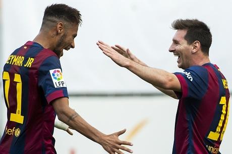 Companheiros de equipe, Neymar e Messi disputam juntos a Bola de Ouro