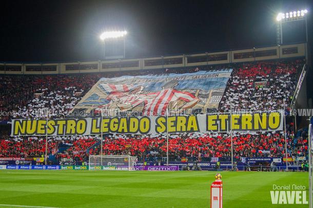 Espectacular tifo de los aficionados del Atlético de Madrid | Foto: Daniel Nieto -VAVEL