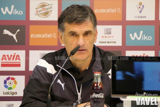 José Luis Mendilíbar, en rueda de prensa. Fuente: Ángel Ezkurra (vavel)