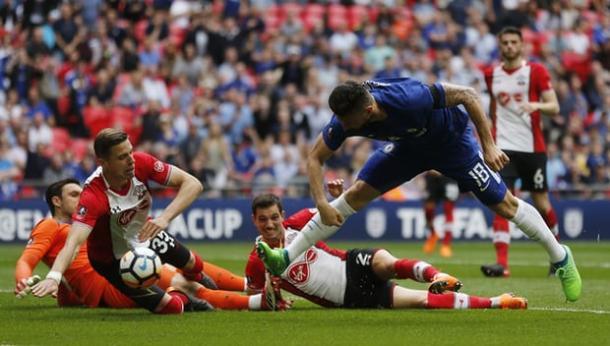 Giroud marca un gol para el recuerdo | Foto: Getty Images.