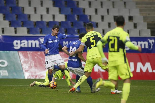 Saúl Berjón marchándose de su marcador | Foto: Real Oviedo