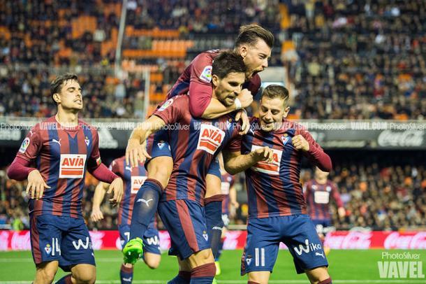 Adrián lo celebra y el Valencia, sufre. Foto: Photo Silver-VAVEL-.