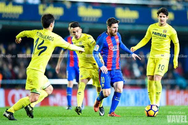Leo Messi encarando a los jugadores del Villarreal antes de conseguir el gol del empate | Imagen: Photo Silver - VAVEL