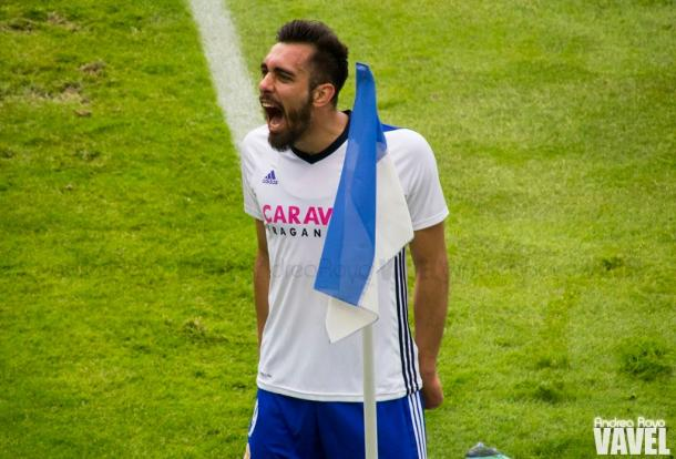 Borja Iglesias tras marcar un gol con el Real Zaragoza | Foto: Andrea Royo