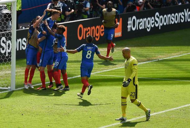 Foi frente à República da Irlanda que a França celebrou a passagem aos quartos-de-final // Foto: theguardian.com