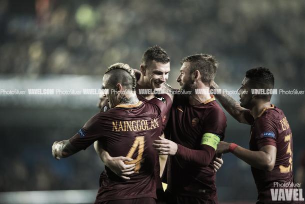 Dzeko, De Rossi y Nainggolan celebran un gol/ Foto: Vavel