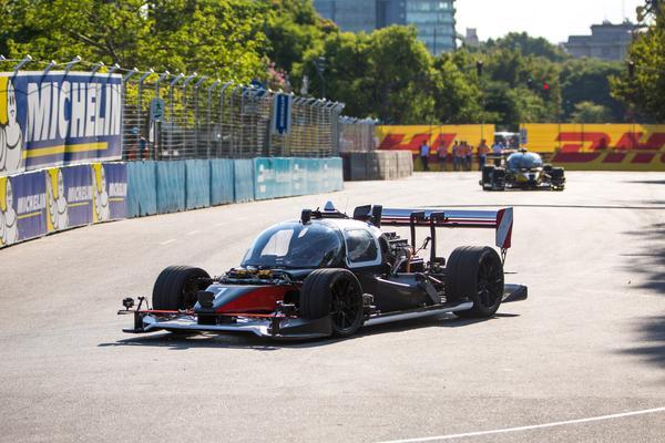 Protótipo 'DevBot' já fez demonstrações durante a temporada da Fórmula E (Roborace)