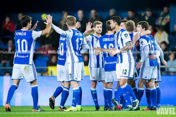 Los jugadores de la Real celebran el tanto del empate de Oyarzabal. Foto: PhotoSilver / VAVEL