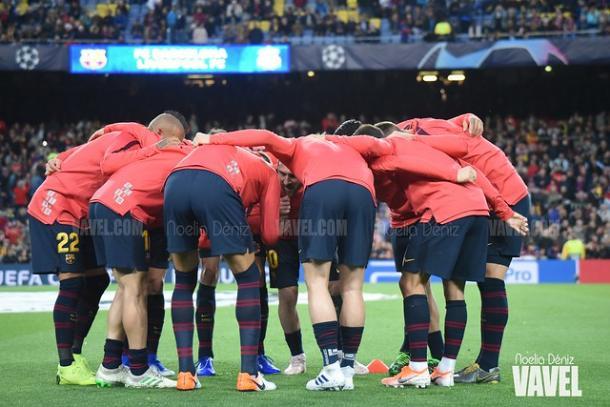 Piña de los jugadores del FC Barcelona. FOTO: Noelia Déniz