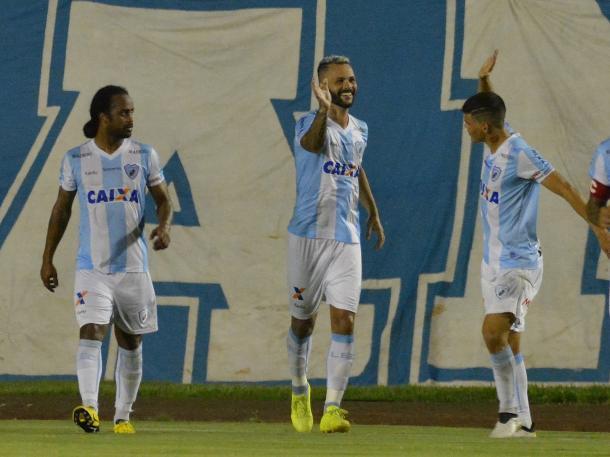 Ayrton (à dir.) reencontra o Fluminense (Foto: Divulgação/Londrina)