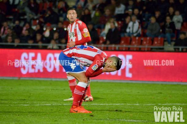 Borja García se lamenta en el Girona-Rayo Vallecano (1-3).
