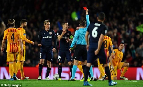 Torres es expulsado (foto:dailymail)