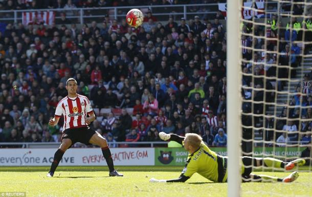Jack Rodwell could have levelled things up had he hit the target. (Photo: Reuters)