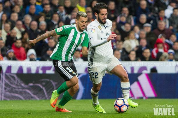 Ceballos e Isco en un partido de Liga que enfrentó al Betis con el conjunto blanco I Foto: Daniel Nieto (VAVEL)