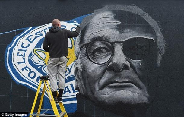 Mural en honor a Claudio Ranieri situado a las afueras del estadio. Fuente: Getty Images