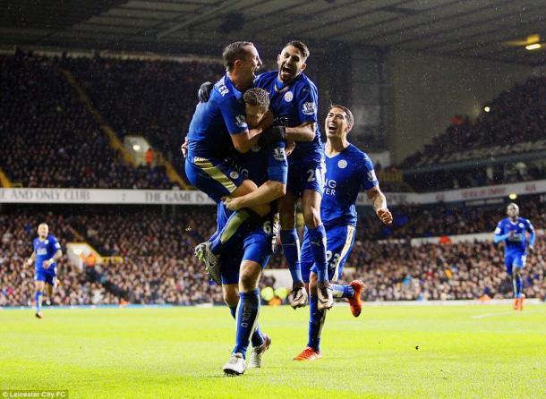 Los jugadores festejando un tanto en White Hart Lane. Fuente: Mail