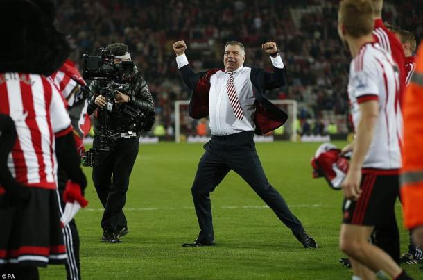 Above: Sam Allardyce's celebrating Sunderland AFC's survival after their 3-0 win over Everton | Photo: PA