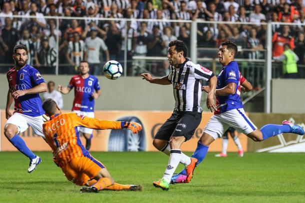 Fred toca por cima do goleiro para marcar o segundo gol do Galo (Foto: Bruno Cantini/Atlético-MG)