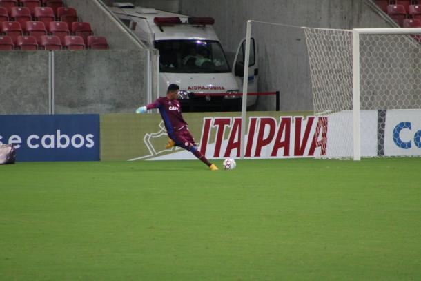 Cria da base, goleiro Jeferson entrou contra o Coelho e segue entre os 11 (Foto: Léo Lemos/Náutico)
