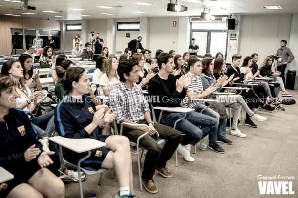 Toda la plantilla asistendo a la rueda de prensa de Xavi Llorens. Foto: Gerard Franco.