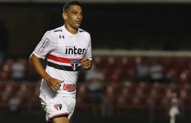 Diego Souza tem jogado como centro-avante (Foto: Rubens Chiri / saopaulofc.net)