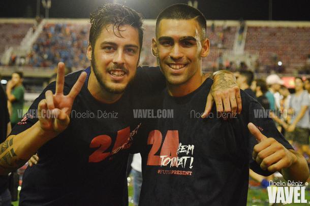 El goleador Dani Romera posó con Abeledo tras la consecución del ascenso a Segunda A | Foto: Noelia Déniz - VAVEL