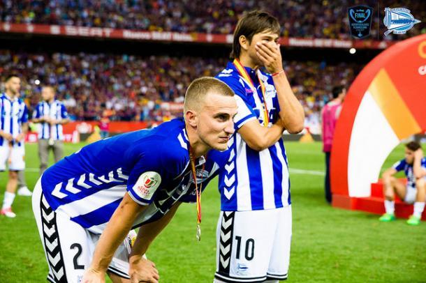 Óscar Romero junto a Rodrigo Ely, el día de la Final de Copa. Fuente: deportivoalaves.com