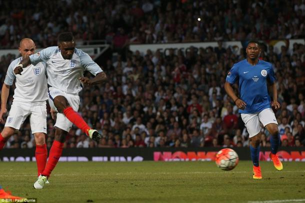 Defoe coolly finishes as England reclaim the Soccer Aid trophy. (Photo: BPI/Paul Currie)