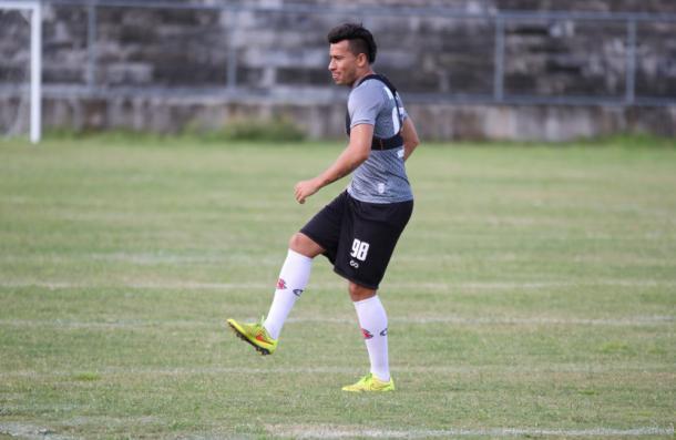 Lateral-direito Alex Travassos deve ser mantido após estreia (Foto: Rodrigo Baltar/Santa Cruz)