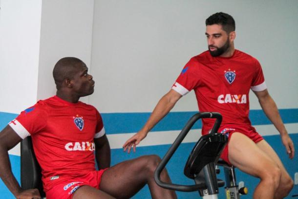 Lesionados, zagueiro Diego Ivo e meia Pedro Carmona desfalcam Papão (Foto: Fernando Torres/Paysandu)