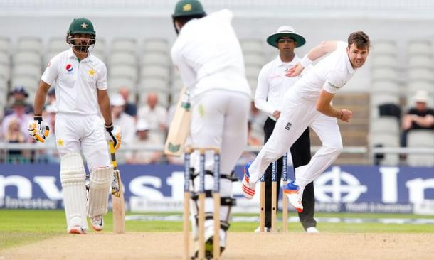 James Anderson picked up the first wicket of the day (photo : The Guardian)