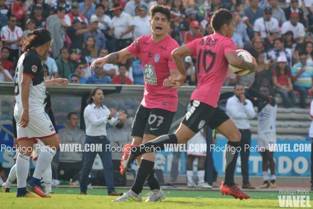 Sagal y Urretavizcaya festejando el segundo gol | Foto: Rodrigo Peña VAVEL