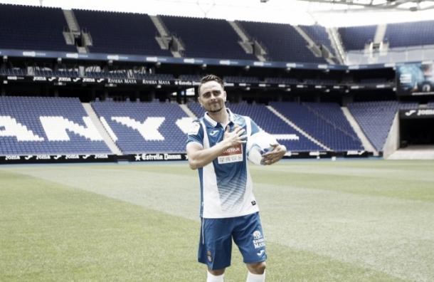 Sergio García, presentado con el equipo de sus amores. Imagen: RCD Espanyol