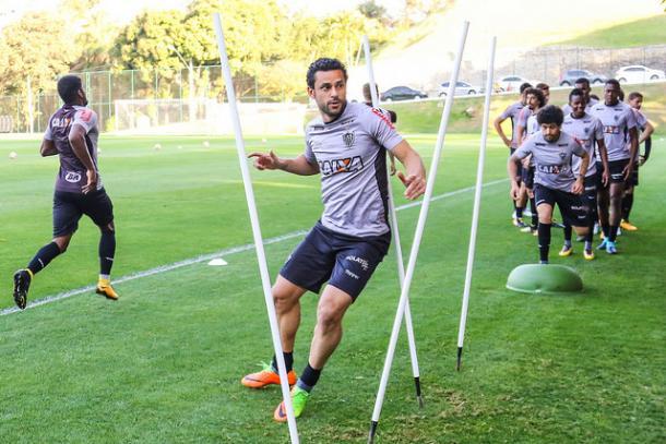 Fred treina e pode iniciar o jogo contra o Wilstermann (Foto: Bruno Cantini/Atlético-MG)