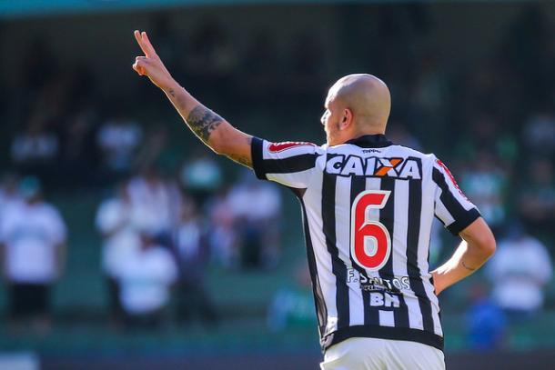 Fábio Santos foi um dos destaque do Galo em Curitiba (Foto: Bruno Cantini/Atlético-MG)