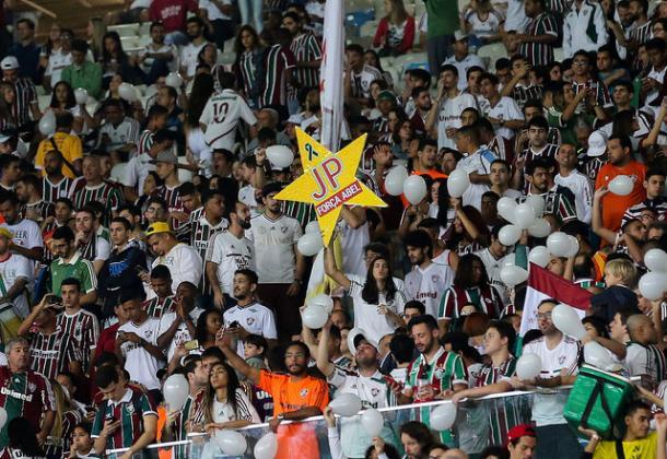 A torcida tricolor apoiou o técnico Abel Braga durante o jogo. (Foto: Lucas Merçon/Fluminense FC)