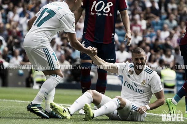 Benzema sintió un dolor vs. Levante y tuvo que salir del campo   Foto: Daniel Nieto (VAVEL.com)
