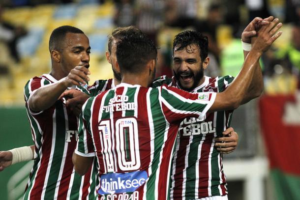 Gustavo Scarpa (10) contribuiu com duas assistências para os dois gols de Henrique Dourado (Foto: Divulgação/Fluminense FC)