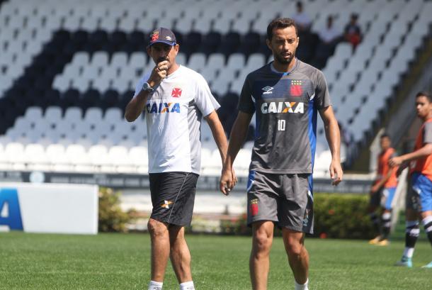 Valdir Bigode e Nenê em treino em São Januário (Foto: Paulo Fernandes/Vasco)