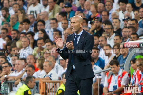 Zidane animando a sus chicos | Foto: Daniel Nieto (VAVEL)