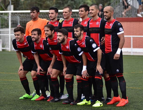 La alineación del Unión Adarve en su primer partido como local en Segunda B frente al Atlético de Madrid B. (Foto: Jorge Ropero).