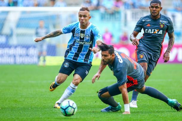 Imortal permanece intenso no setor ofensivo e sai com goleada diante da torcida (Foto: Lucas Uebel/Grêmio FBPA)