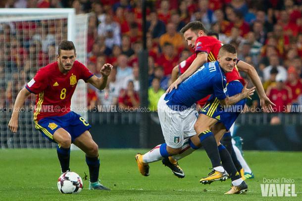 Koke y Saúl pelean un balón en el partido ante Italia I Foto: Daniel Nieto (VAVEL)