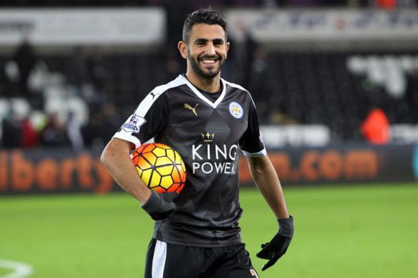 Riyad Mahrez con un balón   Daily Star