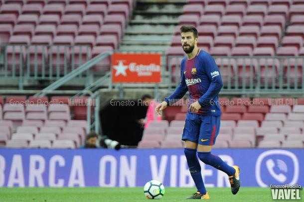 Piqué em um Camp Nou vazio antes do jogo contra o Las Palmas