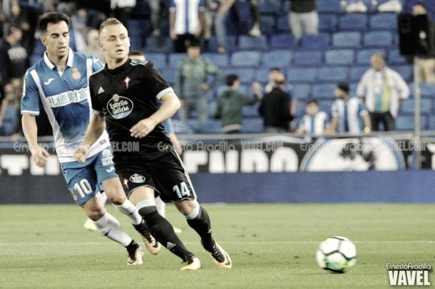 Lobotka disputa la pelota frente al Espanyol. Foto: Ernesto Aradilla, VAVEL.com